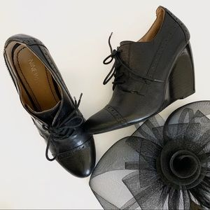 BLACK LEATHER LACED MARY JANES